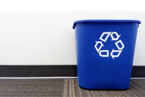 photo of a recycling bin